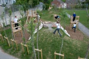 Playground fatto di tronchi di albero e legno riciclato 6