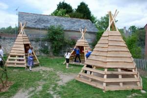 Playground fatto di tronchi di albero e legno riciclato 7