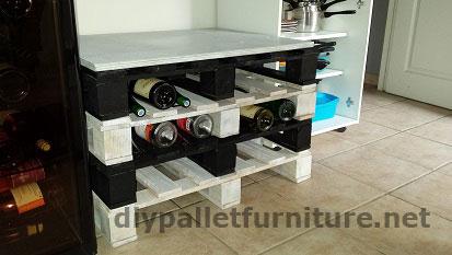 portabottiglie molto facile da fare con solo 4 palletmobili con pallet mobili con pallet. Black Bedroom Furniture Sets. Home Design Ideas
