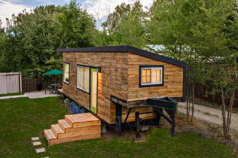 Casa costruita con assi di pallet di legno a meno di € 10.000 ( $ 12 ...