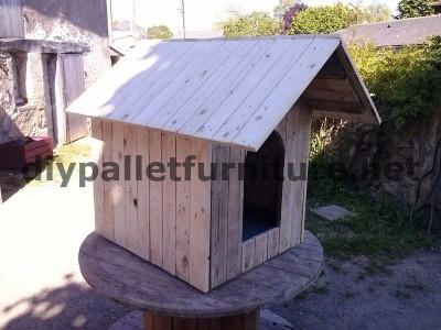 Casa del cane di Manou con pallet 2