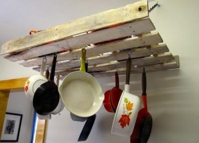 Come fare un mobile per appendere i nostri utensili da cucina di un pallet2