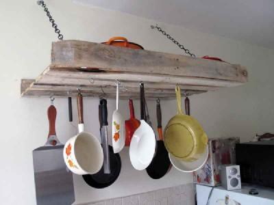 Comment faire un meuble pour accrocher nos ustensiles  de cuisine avec une palette