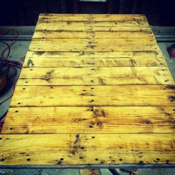 tavole di legno con la colla di legno per esso