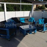 Kit mobili da giardino: divano esterno con pallet
