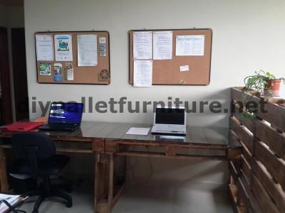 Negli uffici della  Ecoeficiencia Gestión Ambiental , in Ecuador , di conseguenza usano solo mobili in legno di pallet 6