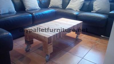 Tavolo per il vostro salotto fatta di assi di pallet smantellati