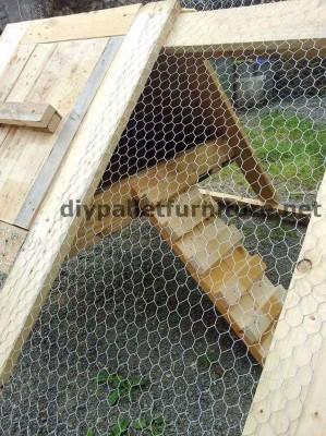 stia costruito con tavole di legno di pallet 3