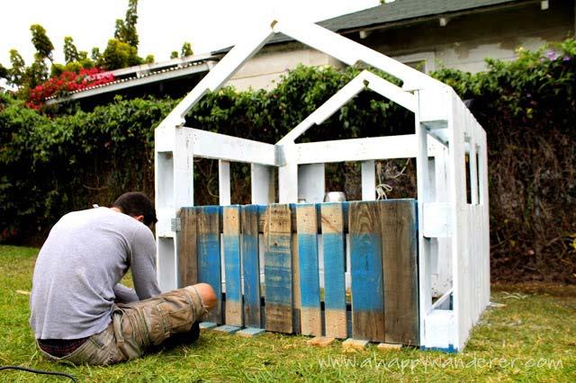 Casetta per i bambini fatta di palletmobili con pallet for Mutuo per la casa per costruire una casa
