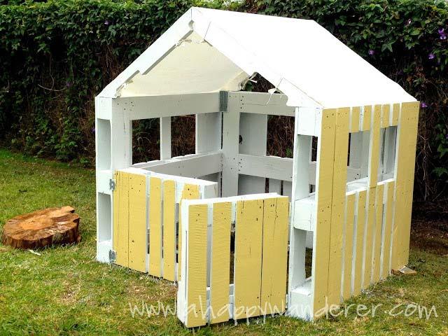 casetta per i bambini fatta di palletmobili con pallet mobili con pallet. Black Bedroom Furniture Sets. Home Design Ideas