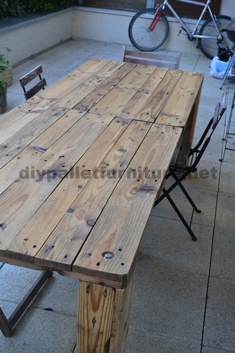 Come fare facilmente un tavolo con un europalletmobili con - Comment faire une table en palette ...