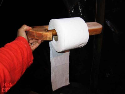 Come fare un porta carta igienica con i pallet  2