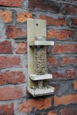 Le istruzioni per costruire una mangiatoia per uccelli  1