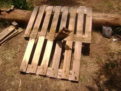 Le istruzioni su come realizzare un divano con 2 pallets loro assemblaggio 11