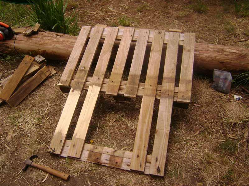 Tagliare un pendio ai blocchi di legno dello schienale al fine di ...