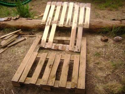 Le istruzioni su come realizzare un divano con 2 pallets loro assemblaggio 17