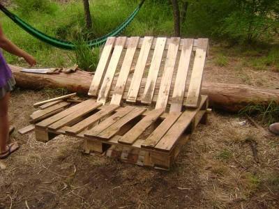 Le istruzioni su come realizzare un divano con 2 pallets loro assemblaggio 18