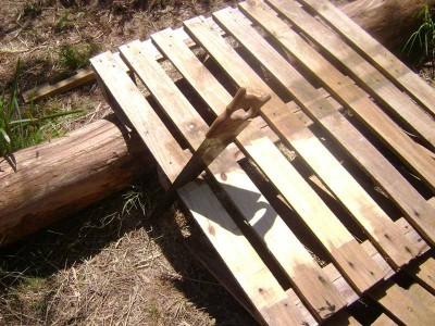 Le istruzioni su come realizzare un divano con 2 pallets loro assemblaggio 2