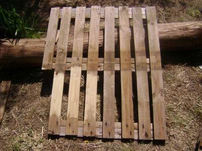 Le istruzioni su come realizzare un divano con 2 pallets loro assemblaggio 4