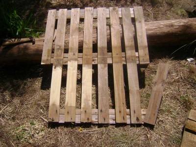 Le istruzioni su come realizzare un divano con 2 pallets loro assemblaggio 5