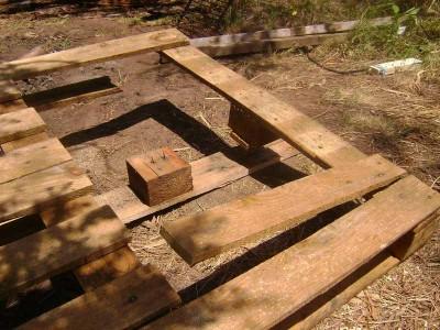 ... , se non le plance colpiranno il blocco di legno dell'altro pallet