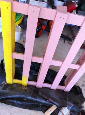 Tavolo Allegro per il soggiorno realizzato con pallet di vari colori 4 (2)