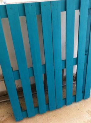 Tavolo Allegro per il soggiorno realizzato con pallet di vari colori 6