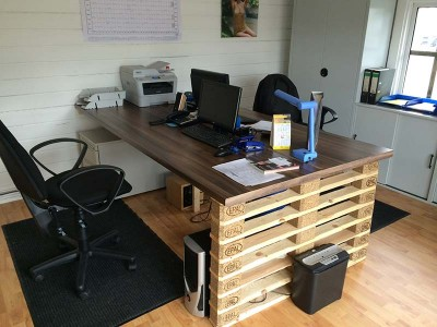 Ufficio scrivania con europallets estremità