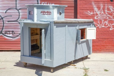 Un artista crea case mobili dai pallet per i senzatetto 6