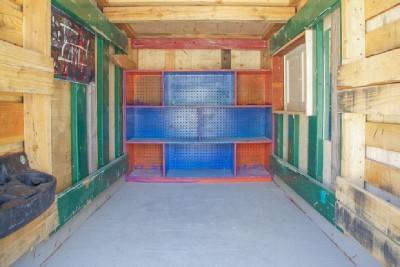 Un artista crea case mobili dai pallet per i senzatetto 7