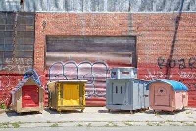 Un artista crea case mobili dai pallet per i senzatetto 9