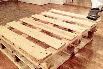 Il tavolo per il salotto realizzato con pallet da Silvia  2