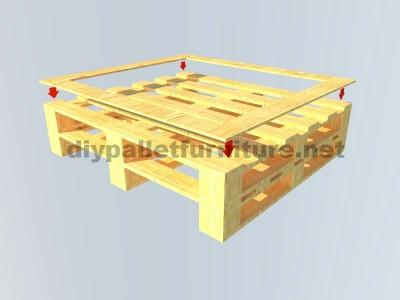 Le istruzioni su come fare un elegante tavolo con pallet 2