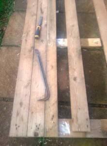 Processo di costruzione di costruire un bel letto con testiera pallet5
