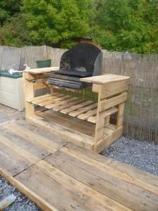 Un barbecue con i pallet 1