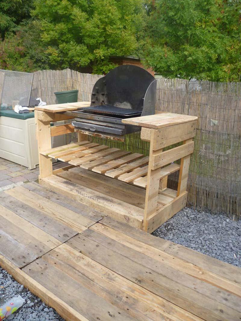 Un barbecue con i pallet mobili con pallet mobili con pallet for Muebles de jardin de palet