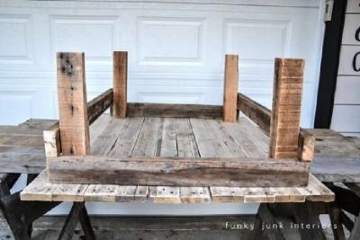 Un tavolo fatto da pallet con un design rurale, passo dopo passo2
