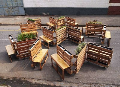 Brothers in benches pallet progetto sociale fatto a Johannesburg3