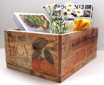 Costruire e decorare una scatola di pallet con francobolli1