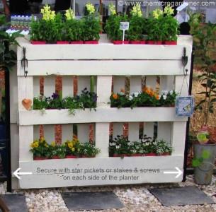 Istruzioni per fare una fioriera-recinto con pallet per il vostro giardino