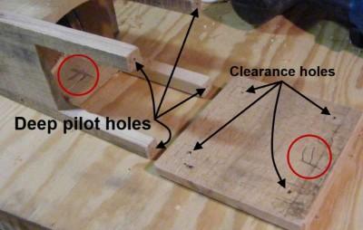 Istruzioni su come costruire una lampada giardino con un vaso di vetro e pallet3