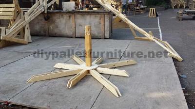 Nel festival di musica Aoutside, tutto l'ambiente è decorato con strutture fatte di pallet3