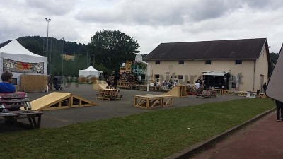 Nel festival di musica Aoutside, tutto l'ambiente è decorato con strutture fatte di pallet7