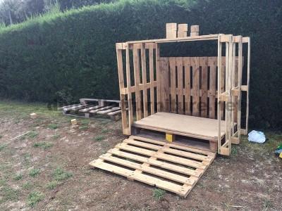 Piccola casetta per il giardino realizzato con pallet2