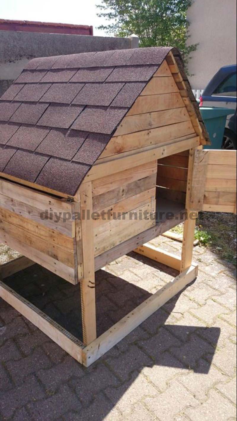 Pollaio tradizionale fatta con assi di palletmobili con for Costruire casa tradizionale
