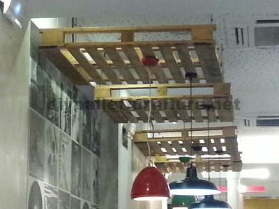 Supporto a soffitto lampade con un pallet