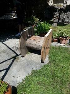 Tavolo da giardino realizzato con una bobina di legno e pallet2