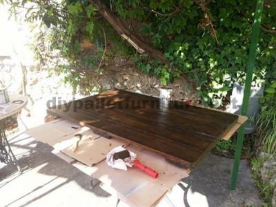 Tavolo da giardino realizzato con una bobina di legno e pallet5