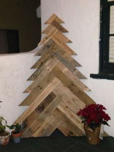 12 idee per la progettazione di un albero di Natale con i pallet