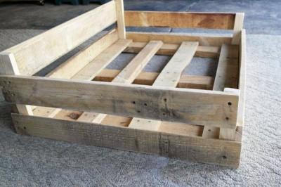 Costruire un letto pallet per i tuoi animalimobili con - Letto singolo pallet ...